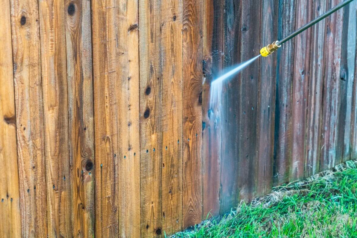 Maintaining Your Fence this Summer